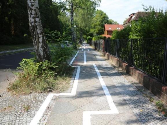 Im Zickzack - so verläuft ein Radweg im Stadtteil Zehlendorf.