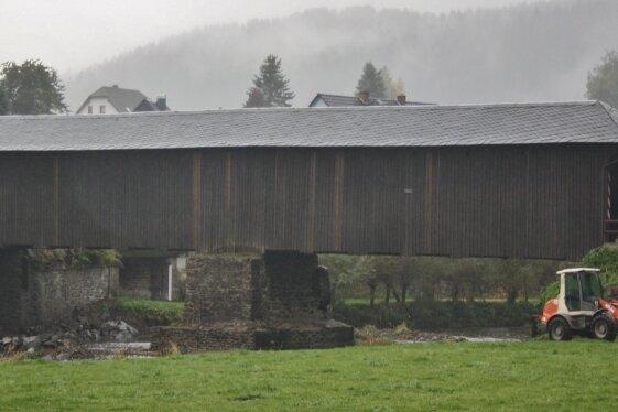 Der Landkreis will nächstes Jahr die Hennersdorfer Holzbrücke teilweise sanieren lassen.