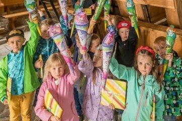 Wolfgang Fritzsche hat den Kindern im Pferdegöpel Lauta kleine Geschenke überreicht.