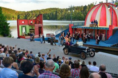 """Bisher haben rund 12.000 Besucher die Operette """"Frau Luna"""" auf der Seebühne in Kriebstein gesehen."""