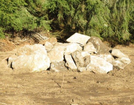 Eine der neu angelegten Reptilienburgen. Sie dienen als Rückzugsorte und Quartier für die Überwinterung.