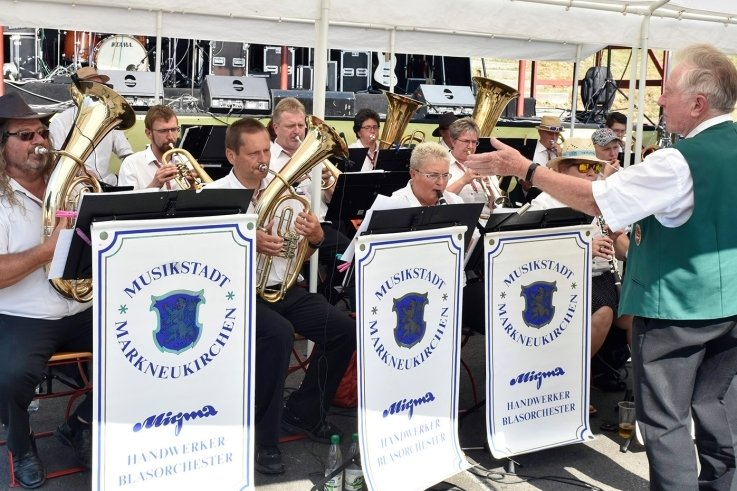 Zur musikalischen Unterhaltung trug das Migma-Handwerkerblasorchester Markneukirchen unter der Leitung von Dieter Schwab bei.