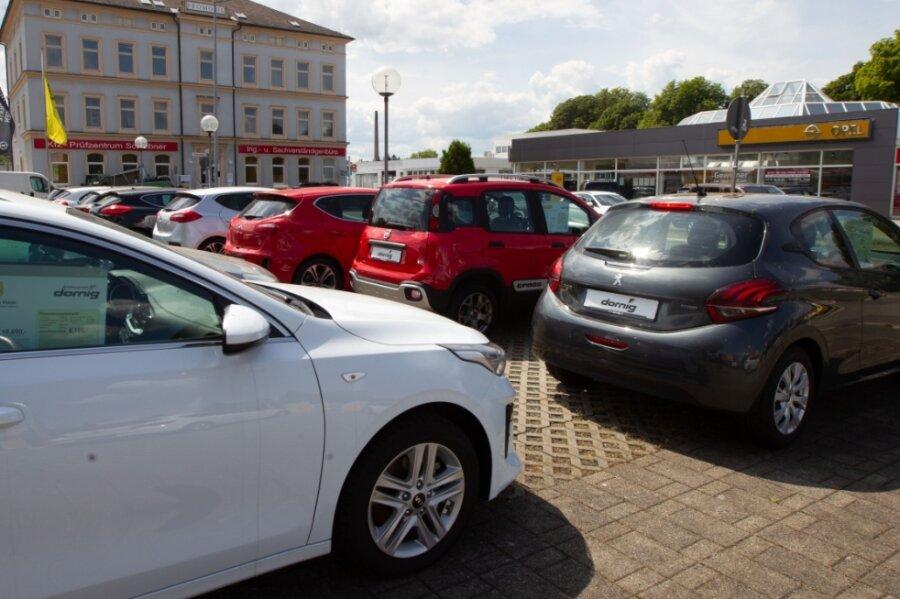 Mercedes und Opel werden Nachbarn: Bis zur Fertigstellung des Neubaus in Oberlosa will die Auto Müller GmbH & Co. KG aus Hof Teile des Gebäudes links und Flächen neben ACB Dornig an der Brüderstraße nutzen.