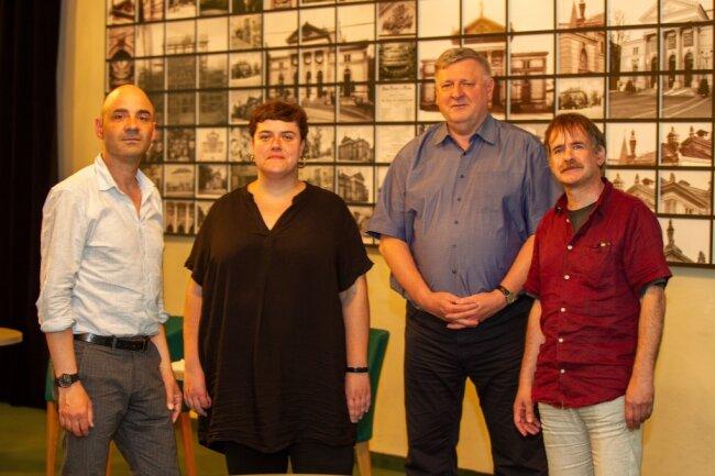 Musiktheaterdirektor Jürgen Pöckel, Oberspielleiterin Maxi Ratzkowski, Intendant Roland May sowie André Meyer, Leitender Dramaturg für Musiktheater, Ballett und Konzert (von links).