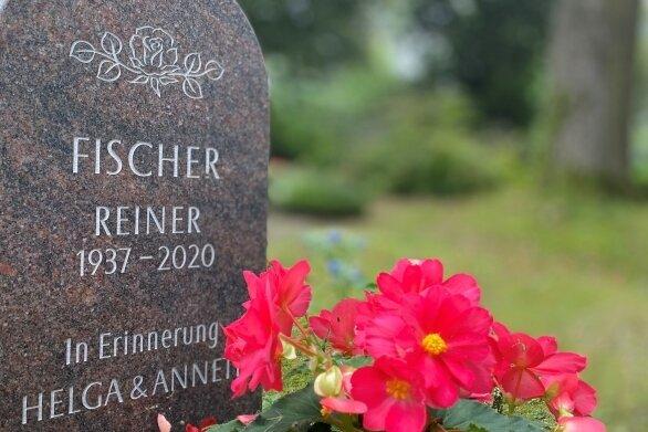 Falsches Datum: Reiner Fischer wurde nicht 1937, sondern 1938 geboren. Der Fehler auf dem Grabstein hat zu Verwirrung geführt.