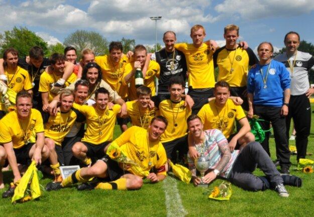 Der 19. Mai 2012 war für den Auerbacher Fußball ein Feiertag: Als Zweiter der Oberliga Süd hinter dem FSV Zwickau schaffte der VfB den Aufstieg in die Regionalliga. Statt Piesteritz oder Chemnitz II heißen die Gegner von nun an unter anderem RB Leipzig, 1. FC Magdeburg, FSV Zwickau oder Carl Zeiss Jena.