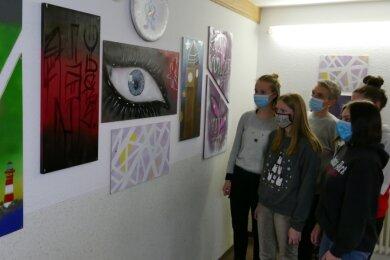 Die Malereien an den Wänden der Nexö-Schule sind in der Kunst-AG entstanden.