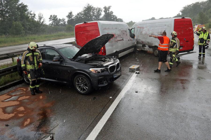 Starkregen: A4 bei Wüstenbrand nach zwei Unfällen gesperrt