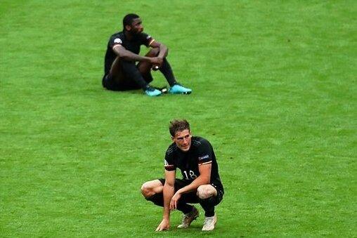 Enttäuschung pur: Jamal Musiala, Leon Goretzka, Antonio Rüdiger und Leroy Sané (von vorn) nach dem Aus im Fußballtempel von Wembley.