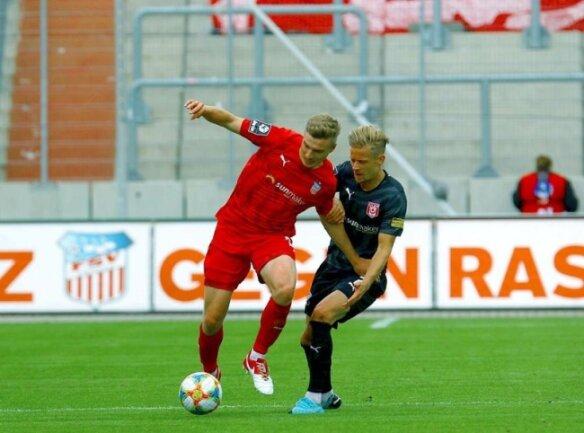 Elias Huth (l.) brachte den FSV Zwickau in der 25. Minute in Führung.