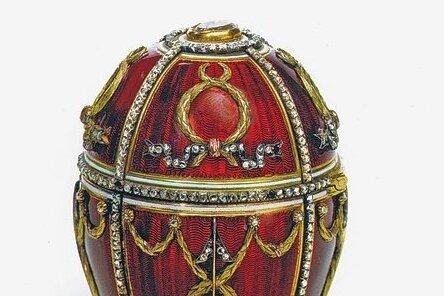 Dieses Ei schenkte Zar Nikolaus II. 1895 seiner deutschen Gattin Alexandra Fjodorowna. Es heißt Rosenknospen-Ei.