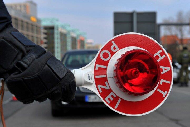 Schraubendreher statt Zündschlüssel: Polizei fasst Autodieb auf A4