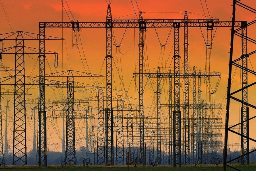 Der ostdeutsche Stromnetzbetreiber 50 Hertz will in diesem Jahr einen hohen dreistelligen Millionenbetrag in den Ausbau seines Netzes investieren. Für die Stromkunden ist das langfristig von Vorteil, bringt ihnen aber auch höhere Kosten.