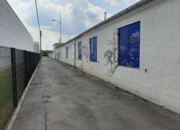 Blick auf den Laubenweg in Glauchau von der Auestraße aus. Hier stellt die Stadt Glauchau eine neuen Graffitiwand zur Verfügung.