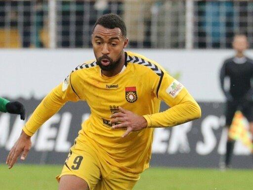 Saliou Sane unterschreibt bis 2020 beim Karlsruher SC