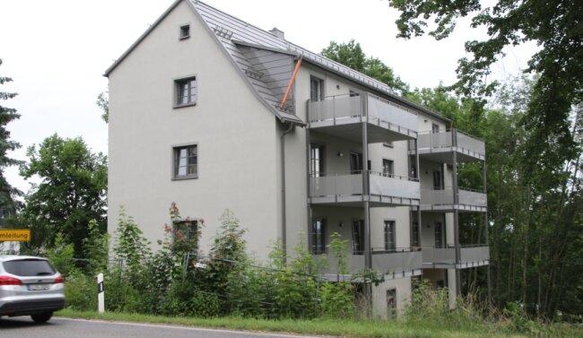 Die ehemalige Feuerwache in Augustusburg wandelt sich in ein modernes Wohnhaus. Sechs Zwei- und Dreizimmerwohnungen mit je einem großen Balkon sind entstanden.