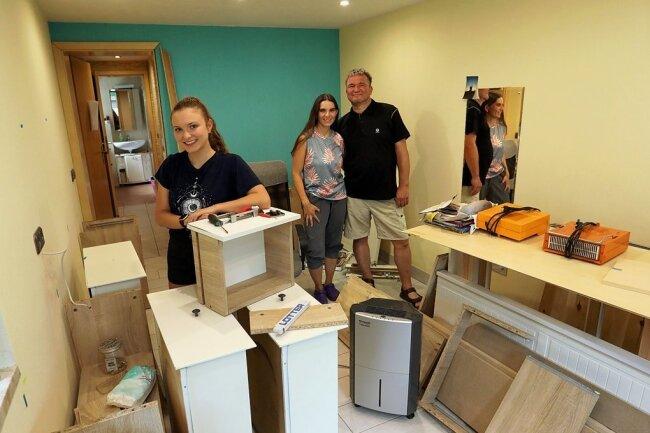 Das Zimmer der 17-jährigen Sarah ist momentan eine Baustelle. Ihre Eltern Mandy und René Thiel hoffen bald wieder auf Normalität.