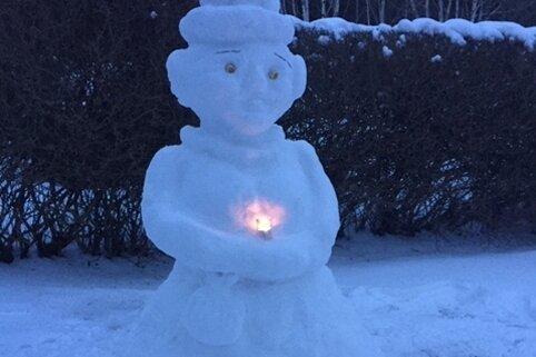Parade der Schneefiguren