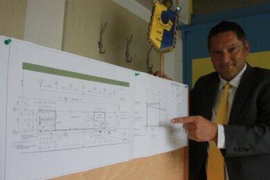 Vereinspräsident Ronny Röder stellte das Vorhaben in der Jahreshauptversammlung des SV Coschütz vor.