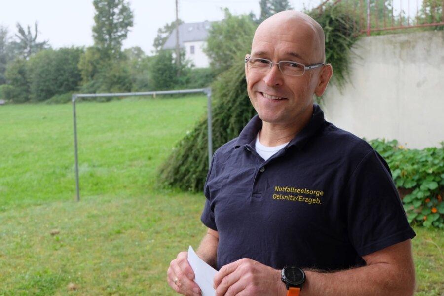 Der gelernte Krankenpfleger Stephan Schmidt arbeitet als Notfallsanitäter bei der Johanniter-Rettungswache Lugau. Ehrenamtlich ist er in der Notfallseelsorge Oelsnitz aktiv.