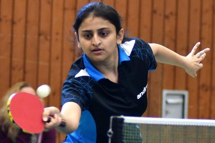 Konzentriert an neue Aufgaben: Die Tischtennis-Damen der HSG Mittweida um Spitzenspielerin Niyati Dave eröffnen am Samstag die neue Spielzeit in der Landesliga.