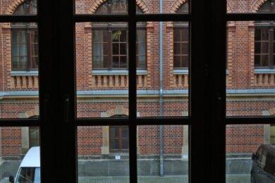 Im Innenhof des Landgerichts wurde 1933 ein Mörder hingerichtet. Heute parken dort Fahrzeuge.