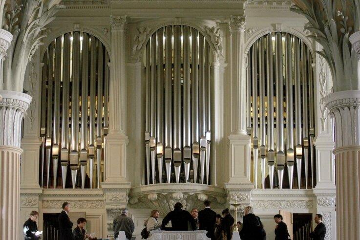 Die Ladegast-Orgel im Kirchenschiff der Nikolaikirche ist Sachsens größte Orgel.