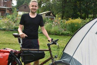 Nutzte das Angebot in Zwota: Ben Adrian aus Karlsruhe fährt mit dem Rad von Kulmbach nach Usedom. In der Nacht von Dienstag zu Mittwoch zeltete er kostenlos in einem privaten Garten.