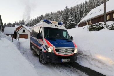 Der Wünschewagen des ASB in Klingenthal: Im Februar ging hier für eine kleine, an einem Hirntumor erkrankte Chemnitzerin ein Herzenswunsch in Erfüllung. Trotz Pandemie durfte sie mit ihrer Familie einen Ausflug mit Übernachtung ins obere Vogtland machen.