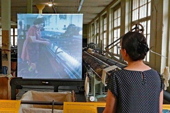 Die Besucher können im Spinnsaal einen Film über die einstigen Arbeitsbedingungen der Abteilung sehen.
