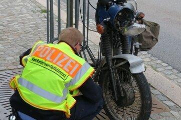 Der Fahrer dieses Motorrads wurde nach der Kollision mit schweren Verletzungen ins Krankenhaus gebracht.