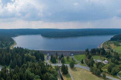 Vogtlands Talsperren wie hier Muldenberg verfügen über reichlich Wasser. Muldenberg ist aktuell zu 82,5 Prozent gefüllt. 4,92 Millionen Kubikmeter Wasser sind als Stauziel durch die Landestalsperrenverwaltung ausgewiesen.