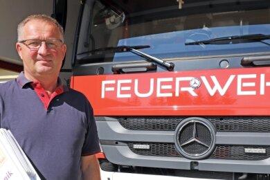 """Ulrich Emrich bleibt auch nach seiner Zeit als Wehrleiter """"seiner"""" Freiwilligen Feuerwehr Linda eng verbunden."""