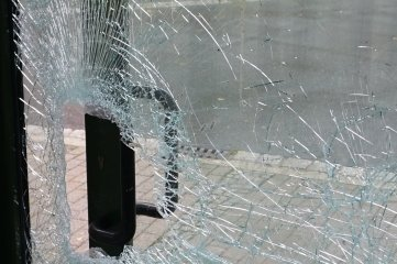 Vandalismusspuren am Haltepunkt Klingenthal.