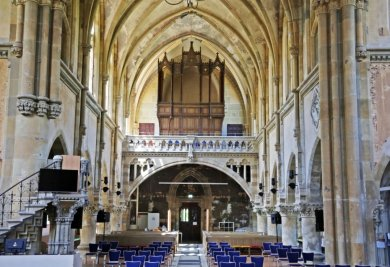 Derzeit ist nur der Orgelprospekt zu sehen. Die mehr als 3000 Pfeifen sind ausgebaut, mehr als die Hälfte muss ersetzt werden. In Bautzen werden zudem derzeit zwei Manuale restauriert.