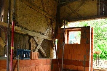 Die Mauern werden derzeit erneuert, das Gewölbe ist gesichert.