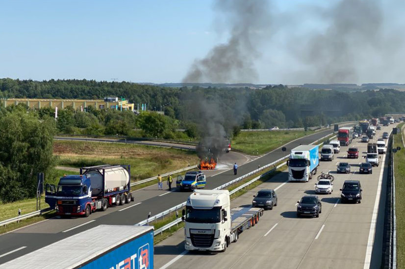 A4-Auffahrt Chemnitz-Mitte: Ford brennt aus