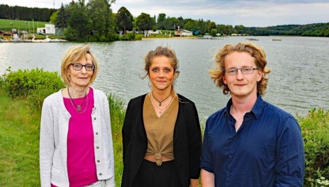 Die Wettbewerbssieger Henk Bodmann und Remigia Lippert. Petra Jehring von der Werdauer Stadtverwaltung (links) hat das Projekt begleitet.