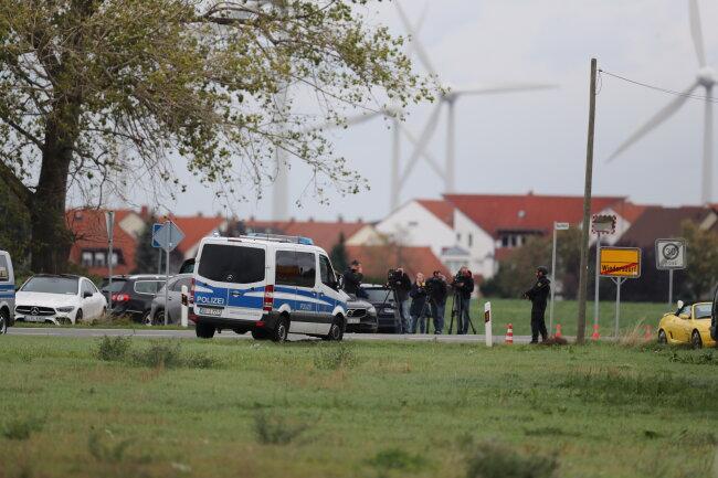 Auch im rund 15 Kilometer entfernten Landsberg (Saalekreis) fielen Schüsse.