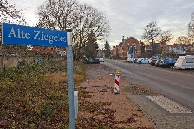 Die ehemalige Ziegelei wirkt beim Bau des Feuerwehrdepots in Marienthal nach. Altlasten lassen die Kosten steigen.