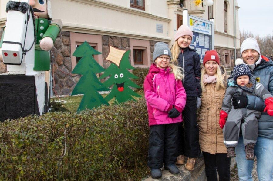 Nico Ihle mit seinem Sohn Levi, Frau Anni sowie den Töchtern Emma und Maxi.