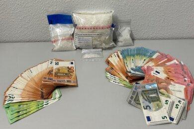 9000 Euro Bargeld sowie ein 768 Gramm schweres Päckchen Crystal Meth haben Polizeibeamte bei der Durchsuchung einer Wohnung im Altenburger Land gefunden.