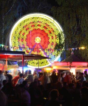 Das dreitägige Teichfest in Geringswalde lockt seit Jahren mit seinen Fahrgeschäften, Programmen für Kinder und Auftritten bekannter Künstler Scharen an Besuchern an.