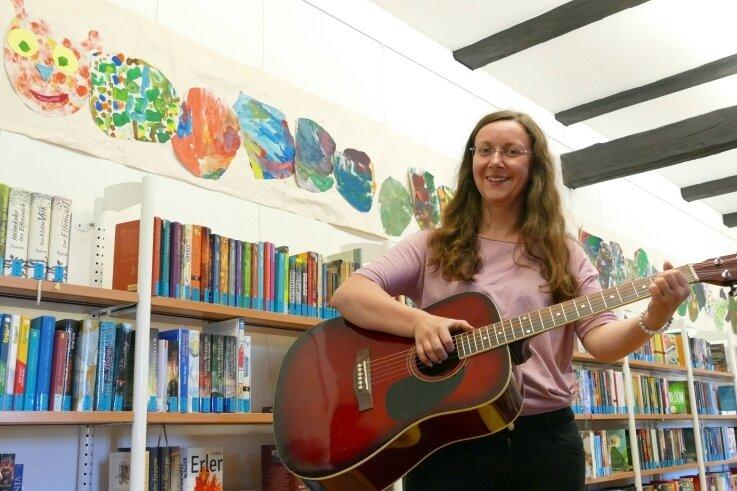 Mit dem Lied vom Bücherwurm hat Elke Böhm den Geschmack der jungen Generation getroffen, wie die vielen Klicks im Internet zeigen.
