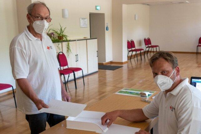 Die DRK-Mitarbeiter im Testzentrum im Rochlitzer Bürgerhaus haben mittlerweile deutlich weniger zu tun als noch vor kurzem. Es soll am 30. Juni geschlossen werden.