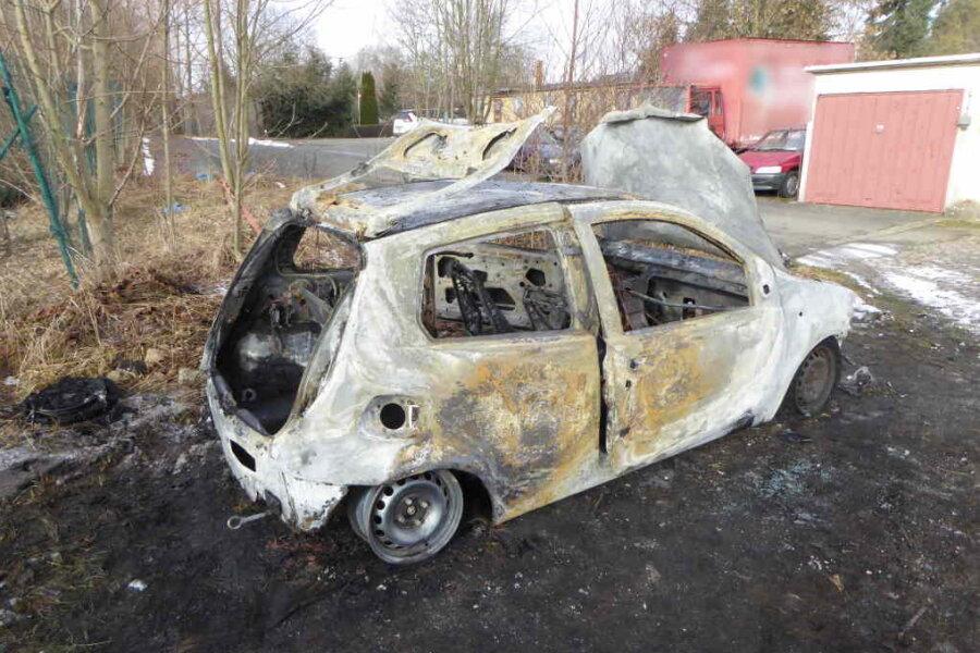Fiat brennt aus: Polizei ermittelt wegen Brandstiftung