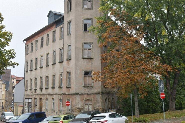 Noch ist das Gebäude an der Freiberger Fischerstraße/Ecke Schillerstraße ein Schandfleck. Doch ab 2022 wird es saniert.