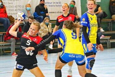 Die Sachsenpokalpartie gegen den SV Koweg Görlitz II Ende Oktober war das vorerst letzte Spiel der HSG Langenhessen/Crimmitschau. Umso mehr freuen sich Linda Zill (links) und ihre Teamkameradinnen, dass es im September endlich wieder losgehen soll.