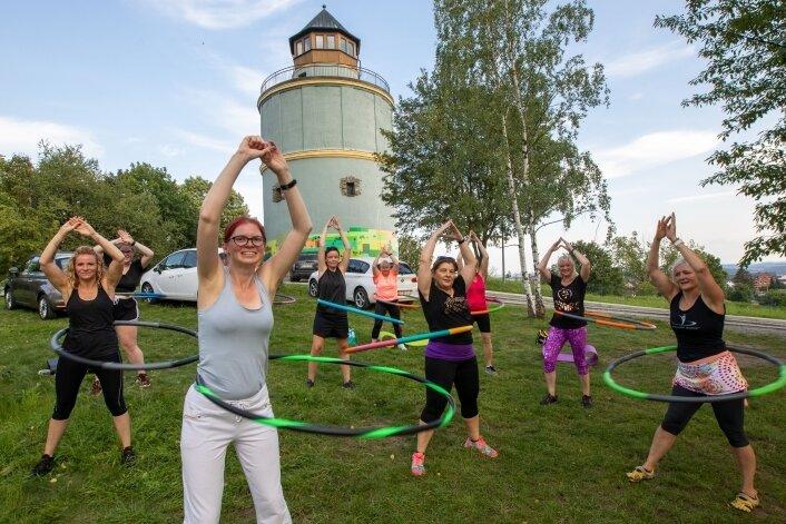 So macht Hula Hoop Spaß: Kurs am Neundorfer Wasserturm.