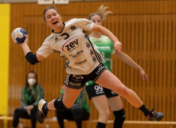 Lena Hausherr steuerte am Samstag fünf Tore zum Zwickauer Auswärtssieg bei der SG Kirchhof bei. Sie liefert sich beim BSV auf Linksaußen einen fairen Konkurrenzkampf mit Jenny Choinowski, die dreimal traf.